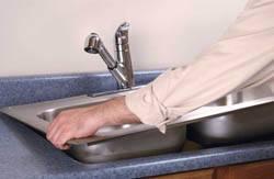 Сантехник в Копейске. Услуги сантехника – установка раковины на кухне. город Копейск